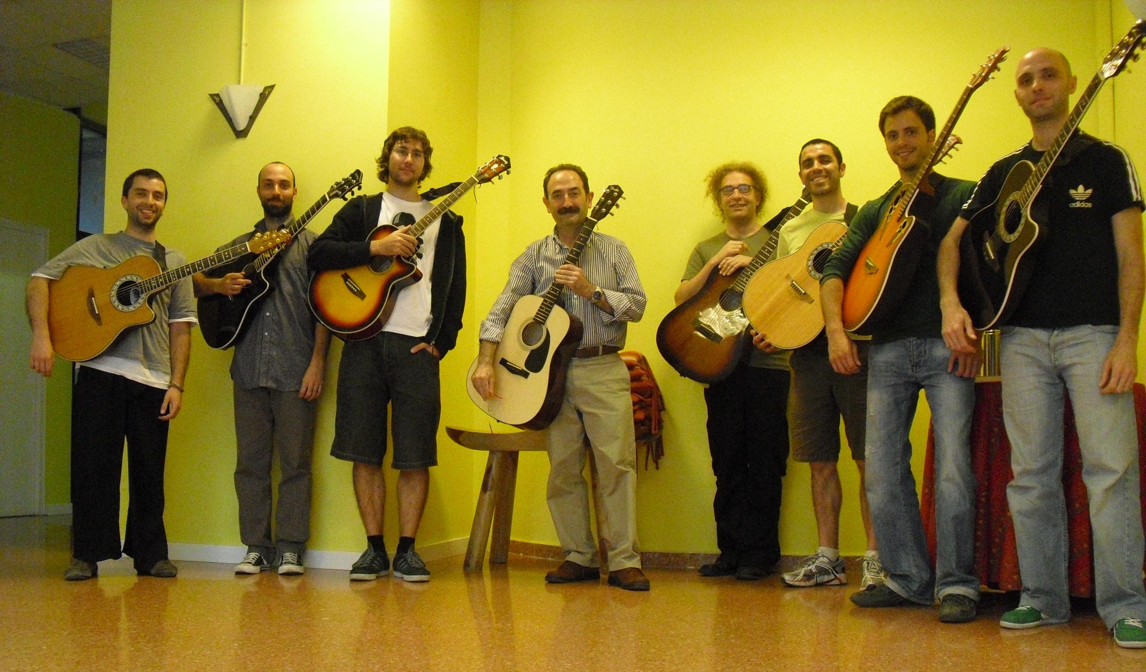 Clases de Guitarra Online - Clases de Guitarra Barcelona - Foto Grupo NST - Clases de Guitarra en Barcelona Online